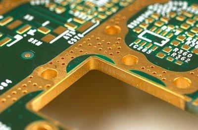PCB电路板周围那一圈过孔或金属包边是做啥用的