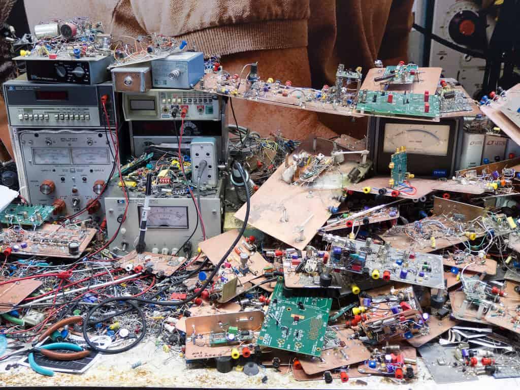 原来这才是电子大神的桌面 我惭愧